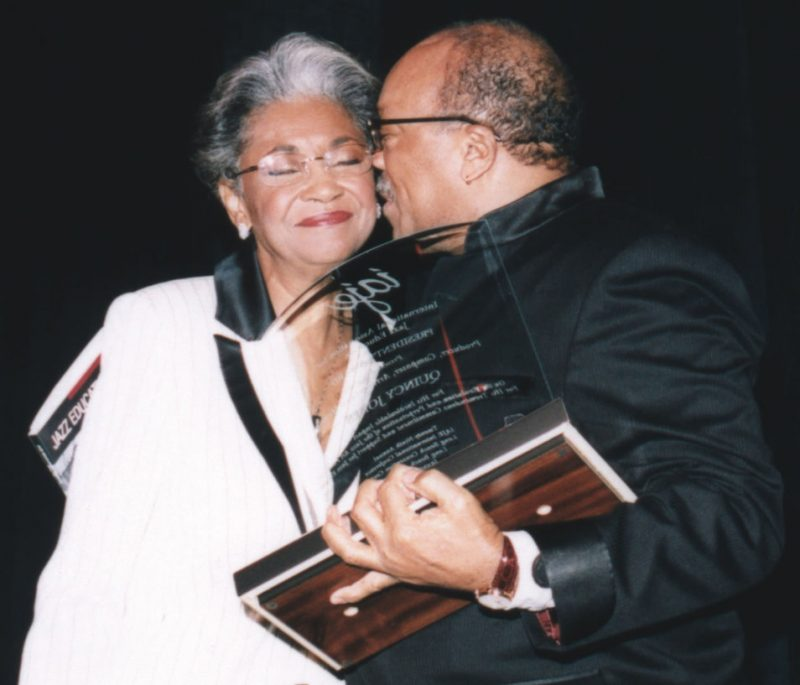 Nancy Wilson is smooched by Quincy Jones, who received the IAJE President's Award during a special gala dinner