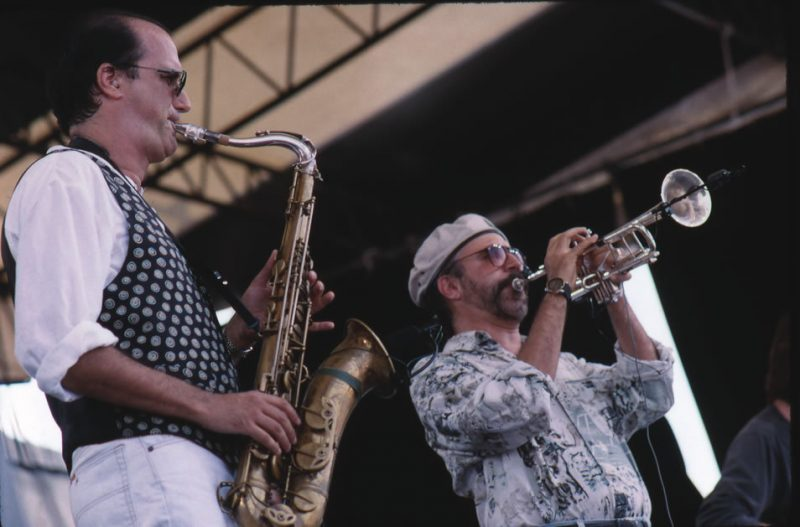 Micheal Brecker with his brother Randy in 1993.