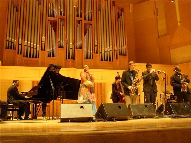 Herbie Hancock and Dee Dee Bridgewater headlined a rare jazz concert at Beijing's Forbidden City Concert Hall on May 11, accompanied by the talented college students (Monk Fellows)