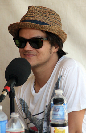 Jamie Cullum interviewing at 2010 CareFusion Newport Jazz Festival