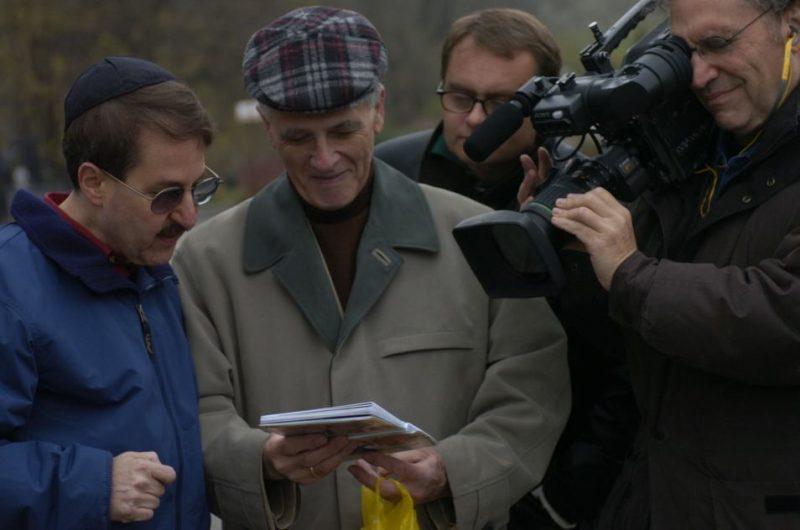 Howard Reich with Leon Slominski and Gordon Quinn on set of Prisoner of Her Past