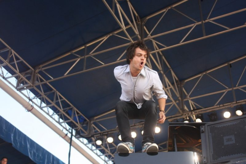 Jamie Cullum performing at the 2010 CareFusion Newport Jazz Festival