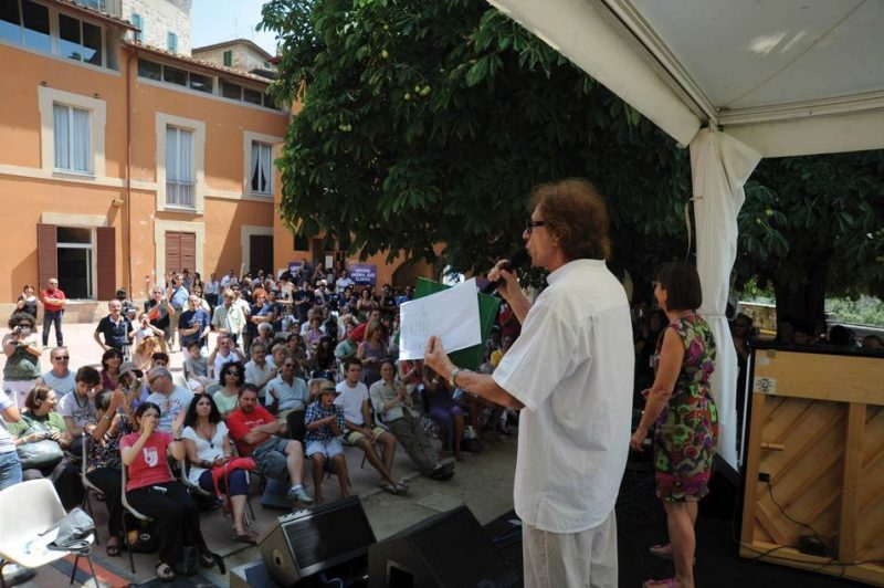 Umbria Jazz Clinics Director Giovanni Tommaso addresses students