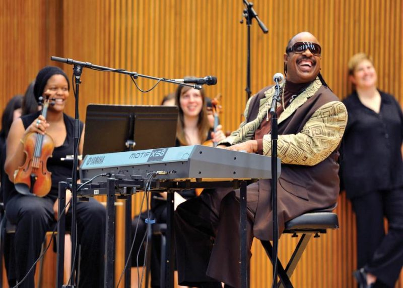 Stevie Wonder and teh Oberlin Orchestra perform for local schoolchildren