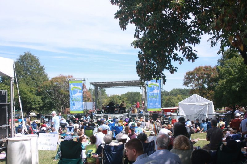 Shot of crowd and stage at the 2010 Rosslyn Jazz Festival