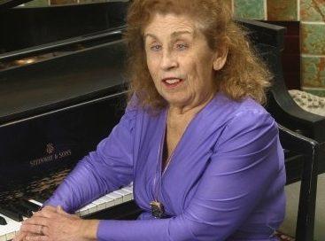 Pianist Bess Bonnier Dies at 83