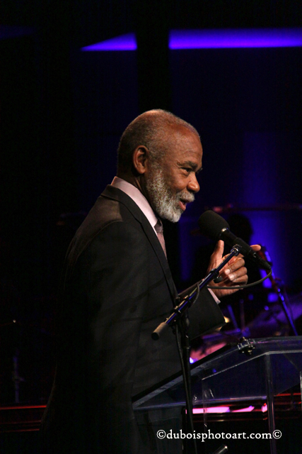 Hubert Laws speaks to the audience.