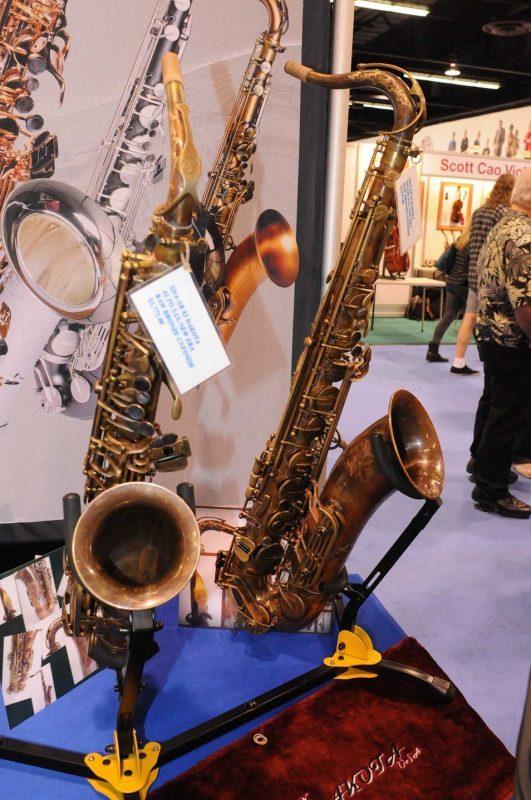 Dakota SDA-XR 82 alto (left) and tenor saxophones
