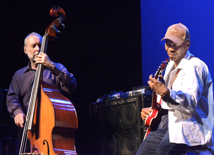 Bassist Dave Holland leads his band Prism with Kevin Eubanks on guitar at the 2014 Tri-C JazzFest in Cleveland