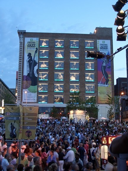 Crowd at the 2010 Montreal International Jazz Festival