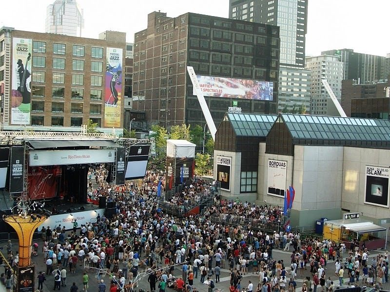Crowds at the 2010 Montreal International Jazz Festival
