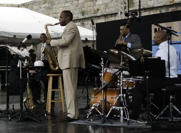 "Wynton Marsalis' ""Blues Symphony"" for 100-Piece Symphony Premieres Feb. 4"