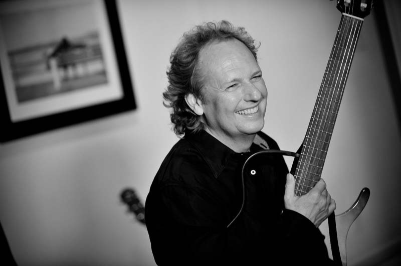 Lee Ritenour (photo by Rob Shanahan)