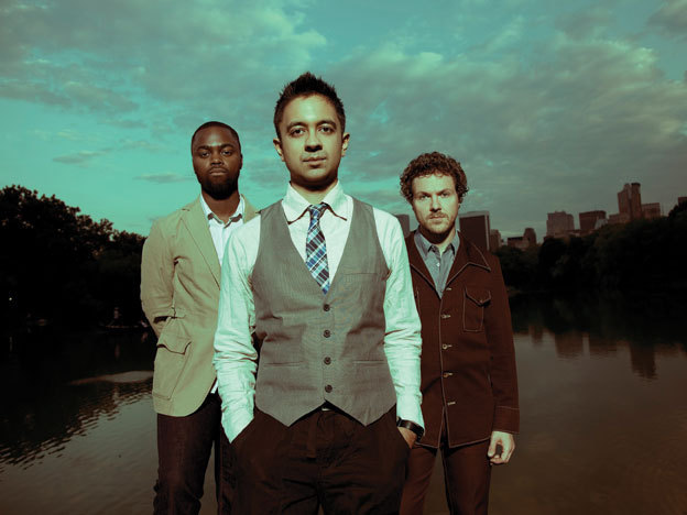 Vijay Iyer with Marcus Gilmore (l.) and Stephan Crump