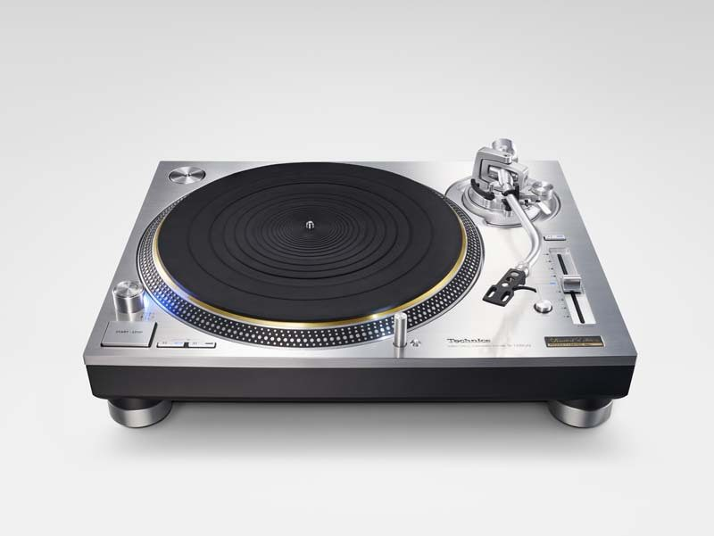 Technics SL-1200GAE direct drive turntable