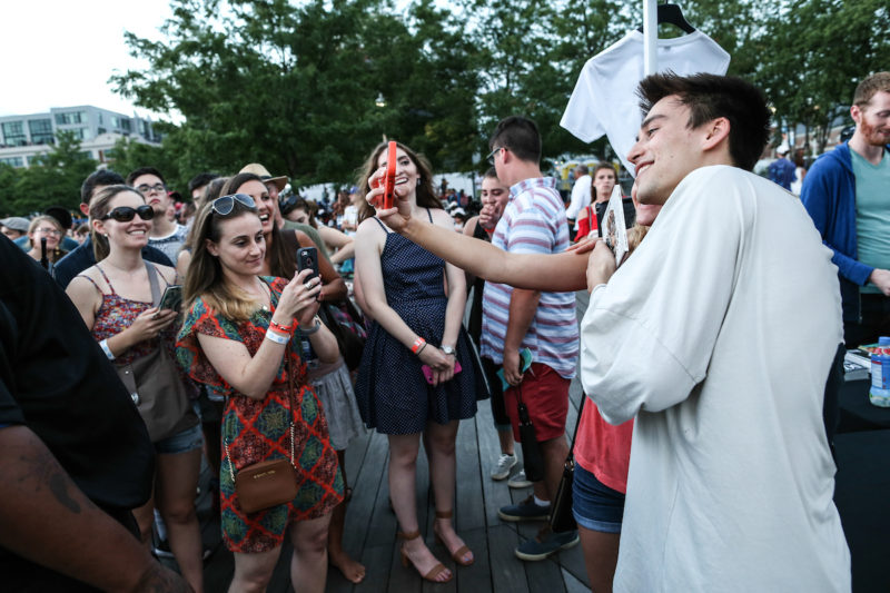 Jacob Collier poses for selfies with fans (Photo by Jati Lindsay)