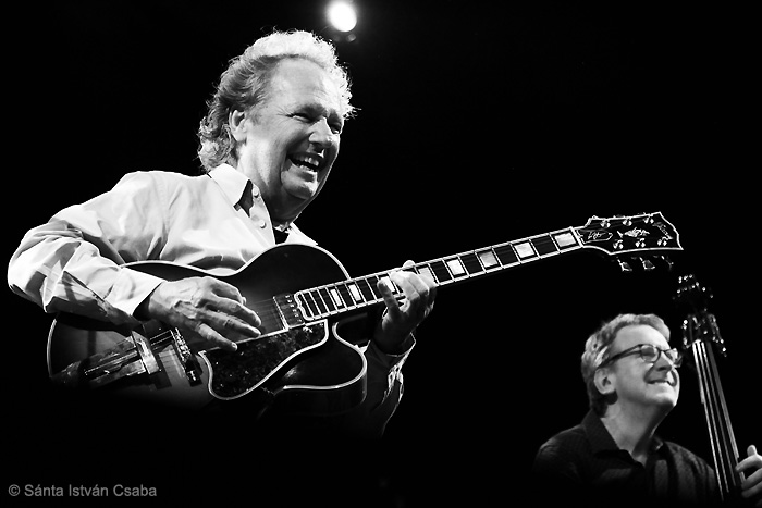 from left: Lee Ritenour and Tom Kennedy (photo by Sánta István Csaba)