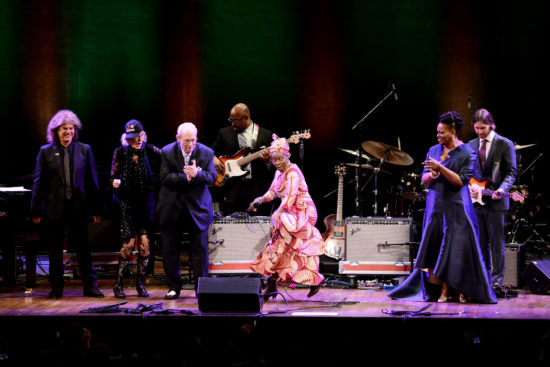 The 2018 NEA Masters join Angelique Kidjo (center), bassist Christian McBride and guitarist Nir Felder for the finale (photo by Shannon Finney, c/o NEA)