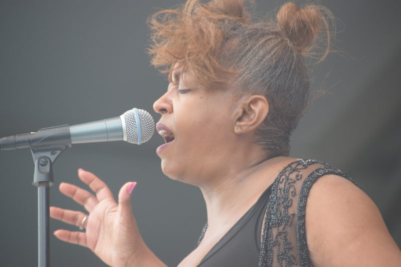 Anita Baker performing at the 2018 New Orleans Jazz & Heritage Festival (photo by Joel A. Siegel)