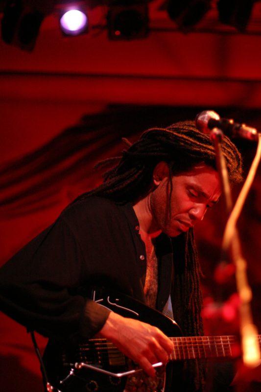Brandon Ross (photo by Junya Suzuki)