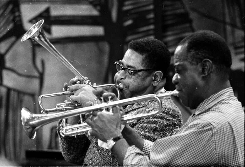 Dizzy Gillespie and Louis Armstrong rehearse for the fourth Timex All Star Jazz Show on January 7, 1959. (photo: Maynard Frank Wolfe)