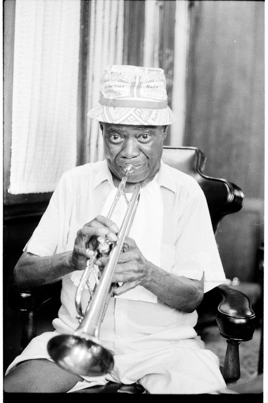 Louis Armstrong at home in Queens, June 1971 (photo: Jack Bradley)