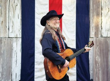 Willie Nelson Pays Tribute to Frank Sinatra