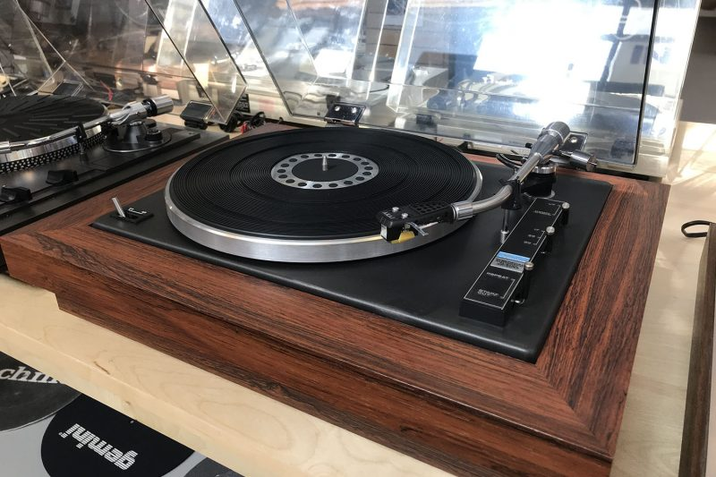 Good vintage gear: An Akai AP-004X turntable