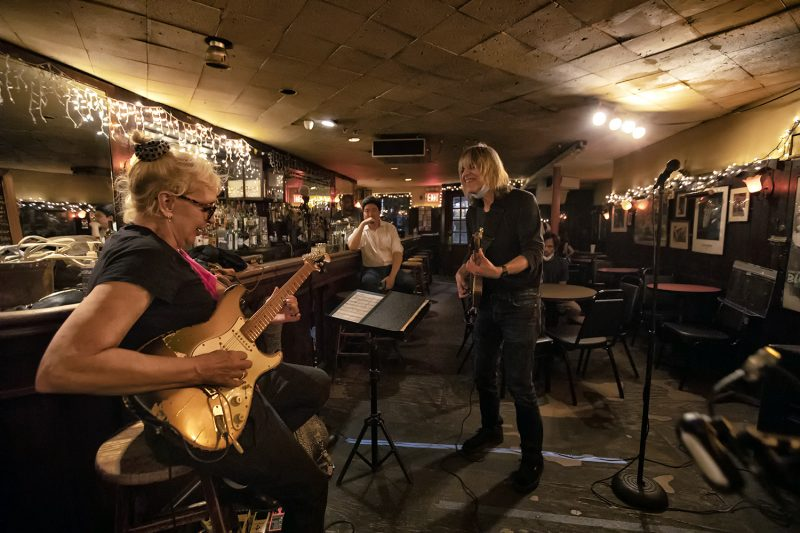 Leni (right) and Mike Stern at the 55 Bar
